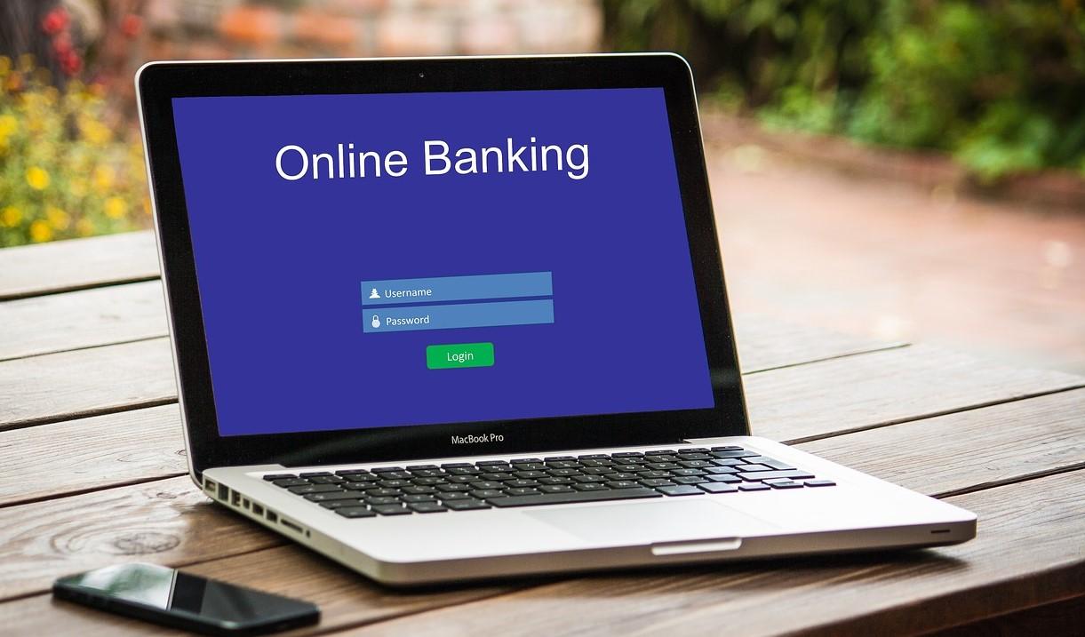 Quels sont les avantages et inconvénients d'une banque en ligne?