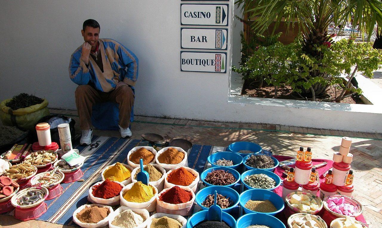 vente d'épices au marché d'Agadir
